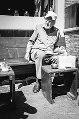 DSC_8287 (PaulHoo) Tags: nikon d750 blackandwhite candid streetphotography amsterdam city people citylife contrast 2018 man old age cap surprised