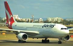 VH-EBO | Qantas | QF574 | PER - SYD | Airbus A330-202 | Sydney Kingsford Smith Airport | (SYD/YSSY) (bukk05) Tags: sydneykingsfordsmithairport 2018 vhebo qf574 per syd perth sydney yssy sydyssy airbusa330202 airbusa330 a330 qantas qantasfrequentflyer qantasfirstlounge qantaspoints theqantasclub flyingkangaroo wing explore export engine runway tamron tamron16300 travel tourist tourism thrust turbofan thespiritofaustralia international oneworld photograph photo passenger plane aeroplane jet jetliner holiday flickr flight fly flying sky australia air autumn airport aircraft airliner aviation airportgraphy airline airbus zoom canon60d canon nsw newsouthwales mascot ge generalelectriccf680e1 rollsroyce rollsroycetrent700 prattwhitney prattwhitneypw4000