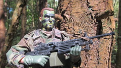 M249 SAW (Inaction Figure) Tags: usarmy usarmyrangers rangers woodlandpatterncamouflage camouflage forest jungle 1990s actionfigure actionman gijoe soldier dragonmodelsltd blueboxinternational 21stcenturytoys onesixthscale onesixth 12inchactionfigures m249 saw squadautomaticweapon lightmachinegun minimi belgium 556mm