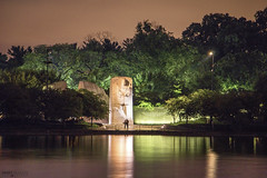 Martin Luther King, Jr. Memorial (Washington DC) (Andrea Moscato) Tags: andreamoscato america statiuniti usa unitedstates us view vivid vista nature natura np national monument history historic notte night notturno dark darkness tree alberi reflection riflesso green yellow statue light luci shadow ombre water freshwater acqua tourist attraction parco park paesaggio people