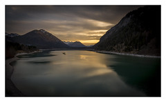 Behind the Curtain. (Anscheinend) Tags: landscape sunset sunrise ocaso tramonto coucherdesoleil sonnenuntergang spring lake creek lac mountains mountain berge montagne hiking trekking wandern alpen alps alpes alpi nature sky orangesky paysage paesaggio paisagem landschaftsfotografie
