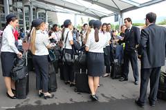 Un équipage espagnol à l'aéroport Roland-Garros (philippeguillot21) Tags: équipage hôtesse commandant pilote aéroport rolandgarros saintemarie gillot réunion france outremer indianocean pixelistes canon