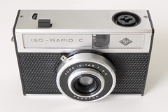 Agfa ISO-RAPID C (pho-Tony) Tags: photosofcameras agfaisorapidc rapid 24x24 24mmx24mm agfarapid compact square squareformat isitar f82 182 agfaisitar