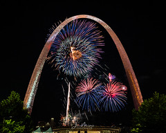 Fireworks at Arch 1 (Wits End Photography) Tags: night gatewayarch colorful color missouri sky celebration stlouis fireworks light colors dark darkness multicolored