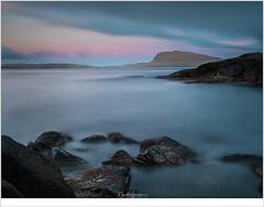 Uitzicht op Nólsoy (nandOOnline) Tags: atlantischeoceaan eilanden faroe faroer fã¸royar landschap oceaan nã³lsoy brandling avond schemering