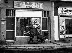 dos más uno (puesyomismo) Tags: moto motocicleta escaparate puerta ventana fachada ciclomotor cartel luminoso neon blanco negro tienda calle callejera motocyclette vitrine porte fenêtre façade cyclomoteur signe lumineux néon blanc noir boutique rue motorrad schaufenster tür fenster fassade moped schild hell weis schwarz laden strase motorbike motorcycle showcase door window facade sign bright white black shop street