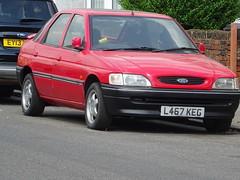 1993 Ford Escort 1.4i LX (Neil's classics) Tags: vehicle 1993 ford escort 14i lx
