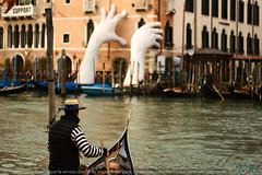 All the support needed (Pekopo) Tags: venice hands sculpture gondole gondoliere italy trip vacation photography blurr bokeh canal hat