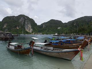 Barcos en Ton Sai Beach, Isla Phi Phi Don, Tailandia