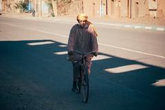 Postcard from Downtown (explored 2018/4/23) (Tom Levold (www.levold.de/photosphere)) Tags: fuji marokko morocco xt2 zagora xf18135mm street radfahrer cyclist porträt bicycle portrait fahrrad
