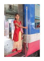 Enfant, voyageur gare de Jodhpur,-1938_25A1938 (helenea-78) Tags: inde jodhpur photoderue streetphotography enfant enattendantletrain enfants portraitdenfant rajasthan street train trainstation gare garedejodhpur garejodhpur