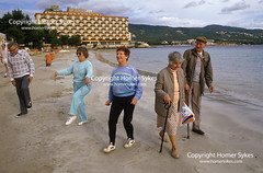 1980s SPANISH PACKAGE HOLIDAY (Homer Sykes) Tags: spanish package cheap inexpensive holiday youngatheart majorca spain brits english british senior older elderly oap people person men man women group tourist tourism