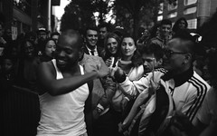 Fête de la musique (21/06/18 - Paris) (flemi) Tags: pentax mz5n ilford france paris nb bw noiretblanc hp56400 fetedelamusique rap blockparty hiphop