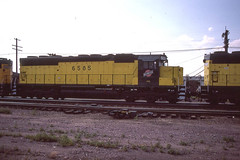 C&NW SD45 #6585 at Grand Island NE on 6-20-86 (LE_Irvin) Tags: cnw grandislandne sd45