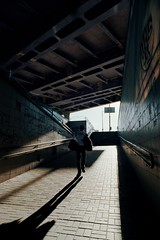 Выход из лабиринта / Exit from a maze (spoilt.exile) Tags: украина киев демеевская улица стрит человек свет тень переход город перспектива пленка скан ukraine kiev kyiv street streetphotography man light shadow pass perspective film scan