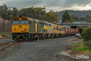 SSR 7993V empty grain with 442s1, GM27, GM22 & GM10 rolls into the Ararat yard.