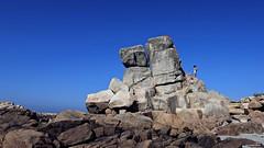 En équilibre (Un jour en France) Tags: ciel cielpaysage paysage roche mer plage