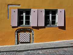 Sulevimägi Street (RobertLx) Tags: architecture orange window street old tallinn baltic estonia vanalinn eesti city crooked wall sunlit medieval unesco sulevimagi yellow