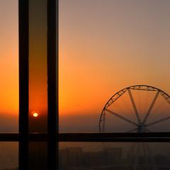 Rose tinted (Arni J.M.) Tags: window slidingdoor sunset sun beach dusk ferriswheel jbr ain dubai observationwheel bluewatersisland uae