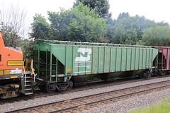 Clean Original Burlington Northern covered hopper (kschmidt626) Tags: union pacific train illinois rochelle park railroad graffiti bnsf burlington diamond