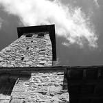 Fort Libéria, la tour en contre plongée thumbnail