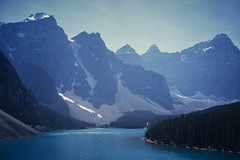 Moraine Lake & Valley of the Ten Peaks (Mono Andes) Tags: canada rock rockies rockymountains patrimoniodelahumanidad worldheritage banffnationalpark nationalpark morainelake valleyofthetenpeaks