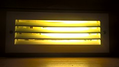 Gulfärgad ledljuspanel (Linzen004) Tags: stockholmsuniversitet