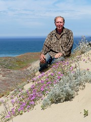 Eric and Abronia umbellata, PINK SAND VERBENA. (openspacer) Tags: abronia eric montereycounty nyctaginaceae people salinasrivernationalwildliferefuge sanddune verbena