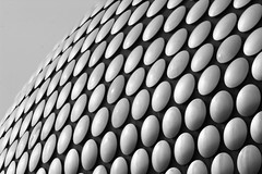Disco bw (Heaven`s Gate (John)) Tags: selfridges birmingham england art architecture detail futuresystems iconicarchitecture johndalkin heavensgatejohn black bw white disco discs elevation modern 25faves 50faves