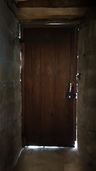 Behind the door (Dan Guimberteau) Tags: donzenac nouvelleaquitaine france fr door porte light lightroom dxo photolab