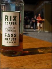 Imbiss bei Konnopke`s (kurtwolf303) Tags: 2018 berlin deutschland imbiss konnopkes flasche bottle olympusem1 omd kurtwolf303 mft microfourthirds micro43 jause persons personen street streetphotography