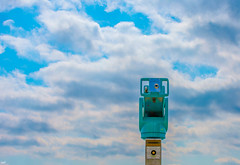 Port de Nyon (axel274) Tags: d3400 nikon nyon schweiz suisse switzerland vaud jumelles binoculars minimalisme nuages ciel clouds sky