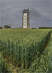 Phare de Lanvaon (christophe plc) Tags: field phare lighthouse wheat blé construction architecture bretagne finistere paysage landscape campagne countryside
