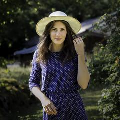 La jeune fille au chapeau (imagene74) Tags: tea portrait chapeau exterieur