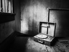 old records needed...(house in the woods) (Aces & Eights Photography) Tags: abandoned abandonment decay ruraldecay oldhouse abandonedhouse