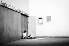 Closed (fernando_gm) Tags: closed close blackandwhite bw blancoynegro street spain simplicity simple madrid man hombre humano monochrome monocromo monocromatico fujifilm fuji f14 35mm airelibre biblioteca library person persona people minimalist minimalista minimalism
