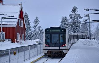 Doucement mais sûrement, une MX3000 de Siemens continue son ascension vers Frogerenseteren sur la ligne 1