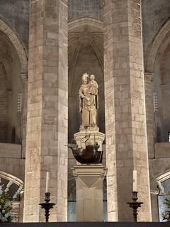 Estatua de Santa María del Mar, en la Basílica del mismo nombre, Barcelona, España