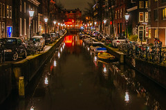 Red Mood (182/365) (Walimai.photo) Tags: night noche nikon d7000 nikkor 35mm nuit dark oscuro oscuridad light reflejo reflection amsterdam holanda holland netherlands bridge puente canal channel