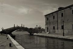 Rio de l'Arsenal (j. kunst) Tags: italia italy 意大利 veneto venezia venice 威尼斯 sestierecastello riodelarsenal riodellarsenale canal pontesanbiasiodellecatene bridge recoloured black white bw