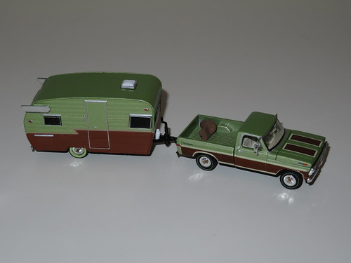 Greenlight 1:64 - 1972 Ford F100 WQFT edition with Shasta