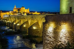Mezquita Kathedrale In Cordoba und rōmische Brücke (clemensgilles) Tags: moschee mosque kathedrale cathedral andalucia night nachtfotografie bridge river flüsse guadalquivir andalusien andaluz espagne españa spanien spain mezquita cordoba beautiful