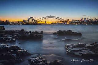 Sydney is a very magnificent city, the life is really enjoyable and even now that it's winter, the weather is mild and the sun can warm you up. After almost a 3 long weeks shooting video for IWKA , tonight a finally got time to spend for some cool shots.