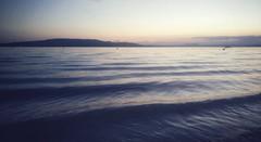 Der See gibt sich Beruhigungsmühe, aber so ein bisschen aufgekratzt sind wir wohl beide nach dem Tag und mit den tollen Menschen. (Manuela Salzinger) Tags: bodensee lakeconstance see lake abend evening sommer summer sonnenuntergang sunset