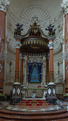 Altar at Our Lady of Mount Carmel (Lee Rosenbaum) Tags: valletta building basilicaofourladyofmountcarmel church catholic carmelitechurch malta basilica apse cathedral altar architecture ilbeltvalletta mt
