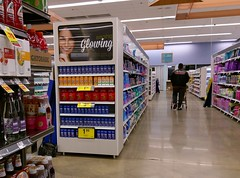 Glowing (and reflective) (l_dawg2000) Tags: 2018remodel cordova delicatesen grocery grocerystore healthbeauty kroger labelscar marketplace meats memphis pharmacy produce remodel retail scriptdécor shelbycounty supermarket tennessee tn trinitycommons cordovamemphis unitedstates
