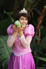 IMG_1866 (willdleeesq) Tags: animeexpo animeexpo2018 ax2018 cosplay cosplayer cosplayers disney disneycosplay disneyprincess rapunzel tangled losangelesconventioncenter