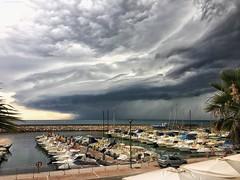 ..... verso sera (lefotodiannae) Tags: colore sea sky tempo temporale temporaleinarrivo estate molo barche porto nuvole cielotempestoso cielo mare lefotodiannae