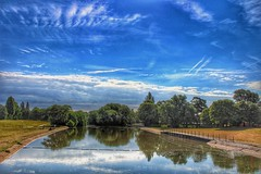 What a way, to start the day!🌞😊🌞 (LeanneHall3 :-)) Tags: lake blue sky skyscape clouds talkativeclouds cloudsstormssunsetssunrises green grass trees leaves eastpark hull kingstonuponhull landscape canon 1300d fiorienuvole groupenuagesetciel