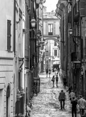 Roma (Pablos55) Tags: roma rome strada street gente people arco arch